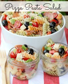 Picnic Food Ideas for the Beach: Pizza Pasta Salad - all your favorite pizza flavors in an easy -to-make, east-to-serve Pasta Salad. Take it to the picnic or have it on hand for cool summer suppers! Pizza Pasta Salads, Pasta Salad Recipes, Quinoa Pasta, Comida Picnic, Pizza Flavors, Beach Meals, Beach Vacation Meals, Beach Trip, Favourite Pizza