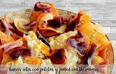 Huevos rotos con patatas y jamón con Thermomix Mexican Food Recipes, Ethnic Recipes, Spanish Food, Hawaiian Pizza, French Toast, Cheese, Breakfast, Traditional Kitchen, Spanish Cuisine
