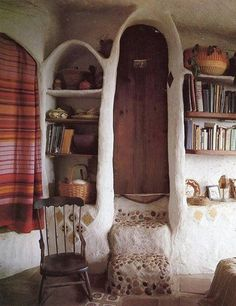 This Cob house interior is so stunning, i love the organic shape of the walls and the wooden roof. Inside a Cob house Vancouver . Bohemian House, Bohemian Interior, Maison Earthship, Earthship Home, Handmade Home, Cob House Interior, Interior And Exterior, House Interiors, Interior Door