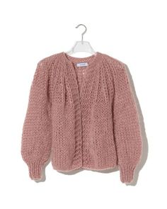 Soft short pleated cardigan, made of superkid mohair yarn. Light feel and look. Hand knitted with bell sleves. Pleated neckline completes the look. Big Cardigan, Cardigan Pattern, Crochet Cardigan, Big Knits, Knitting Designs, Knitting Patterns, Knitwear, Mohair Yarn, Plus Rien
