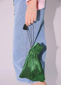My Bags, Purses And Bags, Diy Fashion, Ideias Fashion, Leather Bag Tutorial, Potli Bags, Beaded Bags, Cute Bags, Clothing Patterns