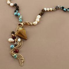 Siguen las rebajas. No puedes dejar de ver todo lo que tenemos a súper precios como este collar de piedras naturales en www.pinkrevolver.com.mx en la sección de Rebajas!!!