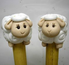 Bamboo knitting needles with sheep stoppers