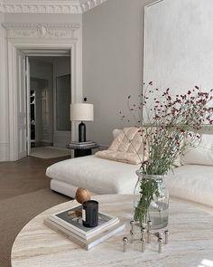 Interior Design Photos, Interior Styling, Moodboard Interior Design, Interior Ideas, Estilo Interior, Types Of Sofas, Bright Homes, Comfy Sofa, Ceiling Decor
