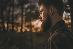 Growing a beard is a trend that's here to stay. The use of beard oil dates back to ancient civilizations. Learn the history of beard grooming oil here. Grow A Thicker Beard, Thick Beard, Bald With Beard, Beard Hair Growth, Best Motto, Patchy Beard, Beard Wax, Best Beard Oil, People