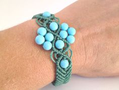 Green bracelet macramè hand made in Italy by morenamacrame on Etsy