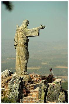Cristo-Rei / Cristo Rey / Christ the King - Joaquim Barreiro  [2012 - Serra da Marofa - Portugal] #local #locais #locals #fotografias #photography #fotos #photos #estatua #estatuas #statue #statues #monumento $monumentos #monument #monuments @Visit Portugal @ePortugal