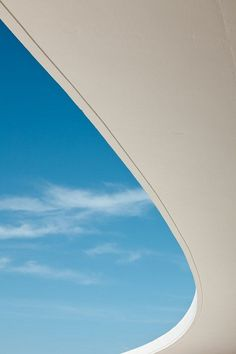A swerve of sky, Niemeyer Center.