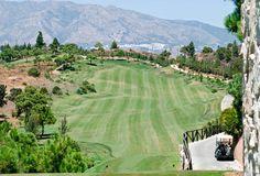 Club de Golf El Chaparral i Mijas Costa, Andalucía Det här är en omväxlande golfbana där inget hål är det andra likt. Den är designad av Pepe Gancedo, oc är den enda banan på solkusten som har 6 par 3, 6 par 4 och 6 par 5. Med en längd på drygt 6.000 meter är den ganska utmanande och kräver stor precision och skicklighet.