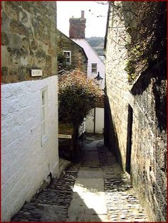 Robin Hoods Bay one of the many lovely little alleyways and secret places - a great place for hide and seek for kids