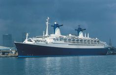 SS France/SS NORWAY in Miami 1989.  My very first cruise was on this grand ship in 1988 So sad that she is now gone.