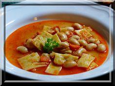 Fazole předmočíme, nejlépe přes noc, pak dáme vařit. Na sádle do voňava osmahneme drobně krájenou cibuli a na ní pak zpěníme i papriku.K téměř... Thai Red Curry, Ethnic Recipes, Red Peppers