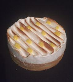 Voici une tarte au Citron-Praliné. A la bouchée, le citron prédomine, pour s'effacer ensuite par la puissance du praliné. Un vrai régal …