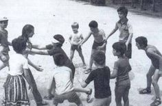 Families spread out elaborate picnics and play blind man's buff ; Greece Pictures, Old Pictures, Old Photos, Vintage Pictures, Greece Photography, Good Old Times, Greek Culture, Medical Weight Loss, Time Photo