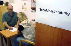 Armutsbericht: Mehr als zwei Millionen deutsche Haushalte sind überschuldet - SPIEGEL ONLINE - Wirtschaft