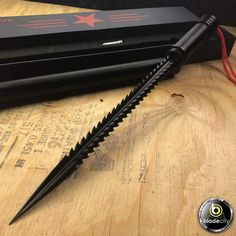 Black Piranha Tooth Dagger w/ Pipe Sheath – Blade City Zombie Weapons, Ninja Weapons, Anime Weapons, Weapons Guns, Fantasy Weapons, Pretty Knives, Cool Knives, Tactical Swords, Tactical Knives
