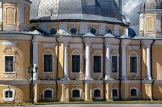 Cathédrale de la Sainte Résurrection - Cour Épiscopale - Construite de 1772 à 1776.