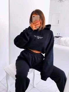 outfits with sweatpants & outfits - outfits for school - outfits with leggings - outfits with air force ones - outfits casuales - outfits aesthetic - outfits for summer - outfits with sweatpants Cute Lazy Outfits, Sporty Outfits, Mode Outfits, Retro Outfits, Simple Outfits, Vintage Outfits, Girl Outfits, Fashion Outfits, Fashion Tips