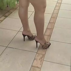 Sexy Legs And Heels, Sexy High Heels, Gorgeous Feet, Beautiful Legs, Dry Heels, Botas Sexy, Thick Girl Fashion, Pantyhose Heels, Sexy Toes