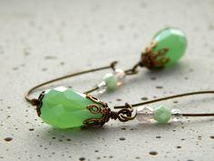 Ohrringe - Grüne Tropfen  von Perlenfontäne auf DaWanda.com
