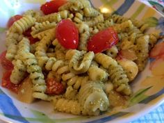 pasta pesto e pomodorini I Love Food, Good Food, Pasta Al Pesto, Pizza, Gnocchi, Cooking, Ethnic Recipes, Dinner Ideas, Nail Art