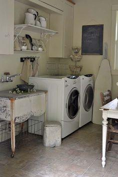 """El mes de Julio nos trae el """"Quedamos en...LA LAVANDERÍA"""". La aportación de Pmosq es un lugar que me resultaría idílico para realizar esta tarea que a veces resulta tan tediosa. #Decoracion #Interiorismo #quedamosen #lavanderia"""