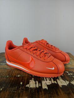 Sneakers Street Style, Sneakers Fashion, Sneakers Nike, Nike Cortez, Cute Shoes, Nike Air Force, Trainers, Footwear, Orange