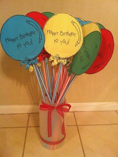Classroom birthday, student birthdays y classroom. Student Birthday Gifts, Student Birthdays, Student Gifts, Teacher Gifts, Classroom Birthday Treats, Kindergarten Graduation, Kindergarten Classroom, School Classroom, School Fun