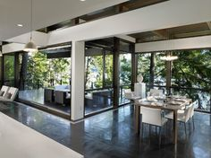 contemporary dining room  Sarah Gallop Design Inc.