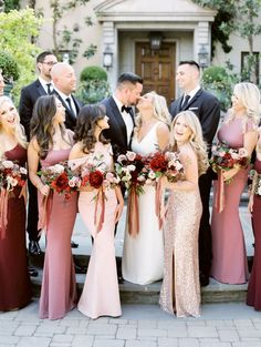 wedding party pose idea Wedding Party Shirts, Wedding Party Favors, Wedding Party Dresses, Wedding Bouquets, Bridal Parties, Let's Get Married, Getting Married, Our Wedding, Wedding Venues