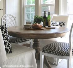 Tract Home Kitchen Makeover: Small round kitchen table with different chairs! :) could be cute if we get to keep the table in kitchen Small Round Kitchen Table, Small Dining, Round Dining Table, Dining Room Table, Table And Chairs, Oak Table, Kitchen Tables, Small Tables, Kitchen Nook