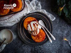 Makeat persimonhedelmät cashewpähinöistä tehdyn täyteläisen kreemin kera. Pancakes, Breakfast, Food, Morning Coffee, Essen, Pancake, Meals, Yemek, Eten