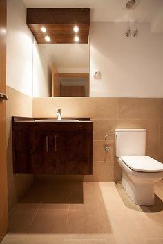 Baño de edificio en la calle #Gosol en #Barcelona | #bathroom #classic #style