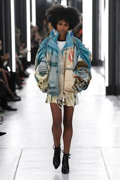 Louis Vuitton Spring 2019 Ready-to-Wear Fashion Show Collection: See the complete Louis Vuitton Spring 2019 Ready-to-Wear collection. Look 1 Fashion Show Collection, Designer Collection, Runway Fashion, Fashion Outfits, Fashion Spring, Carnival Outfits, Black Women Fashion, Female Fashion, Celebrity Outfits