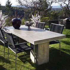 Hagemøbel - outdoor furniture from Krogh Design. Kando bord i fiber betong med stoler i stål. Interiør fra www.krogh-design.no/hage/