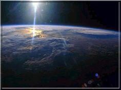 Dit is mijn wonder. De aarde vind ik een heel groot wonder. Ik vind het heel fascinerend hoe dit is ontstaan. Daarom moeten wij er ook erg zuinig op zijn. Van: Judith