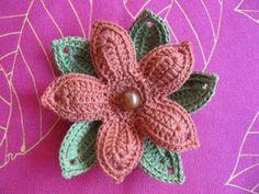 Broche de Flor de Ganchillo