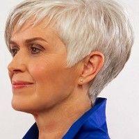 rövid női frizura 50 felett