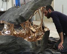 Romain Langlois est un sculpteur sur bronze français qui vit et travaille en Auvergne, France.