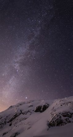 iOS 8 Milky Way Over Mountain Parallax Default iPhone 5 Wallpaper
