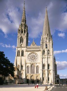 Katedrala u Chartresu - gotika, nema adicije, cijela građevina jedinstveno tijelo