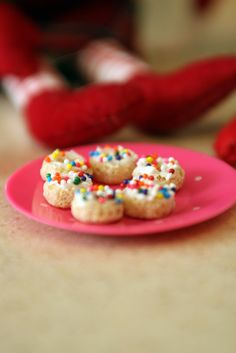 Elf on a shelf Ideas  Make donuts from Cheerios!