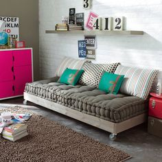 37 Ideas Diy Apartment Furniture Couch Pillows For 2019 Couch Furniture, Apartment Furniture, Pallet Furniture, Apartment Living, Living Room, Pallet Daybed, Pallet Couch, French Furniture, Diy Pallet