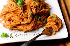 Super Quick Tomato Basil Cream Pasta by claudin Veggie Pasta Recipes, Vegetarian Recipes, Healthy Recipes, Meal Recipes, Delicious Recipes, Recipies, Pasta Cremosa, Creamy Vegan Pasta, Cream Pasta