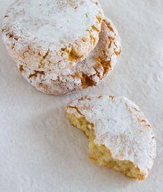 Italian Ricciarelli Christmas Cookies on http://www.theculinarylife.com