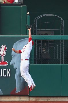 ST. LOUIS, MO - MAY 26: Matt Holliday #7 of the St. Louis Cardinals makes a catch to deny a home run against the Philadelphia Phillies at Busch Stadium on May 26, 2012 in St. Louis, Missouri. (Photo by Dilip Vishwanat/Getty Images)