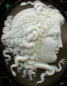 - Camafeo romano de Medusa ./tcc/