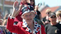 Dronning Margrethe på sommertogt i Bogense Grundlovsdag,  The Danish Queen Margrethe on summer tour in Bogense on Constitution Day.  5/6/1213