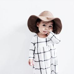 Toddler hat - so precious! Fashion Kids, Little Girl Fashion, Cute Kids, Cute Babies, Safari Look, Baby Kind, Kid Styles, Mode Inspiration, Mannequins