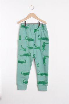 Nadadelazos Οργανικό Παντελόνι - Crocodiles  100% οργανικο βαμβακι Barcelona, Crocodiles, Little Man, Trunks, Swimming, Sweatpants, Cute, Swimwear, Fashion